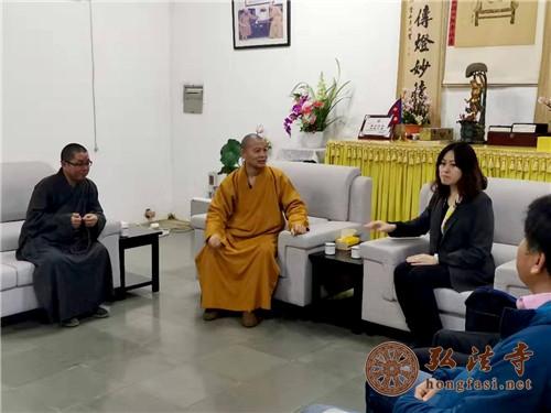 驻尼泊尔大使侯艳琪一行参访尼泊尔中华寺